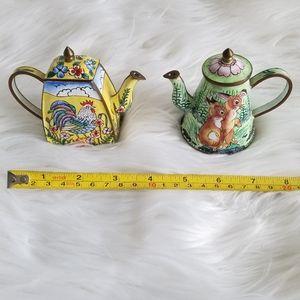 Tiny teapots